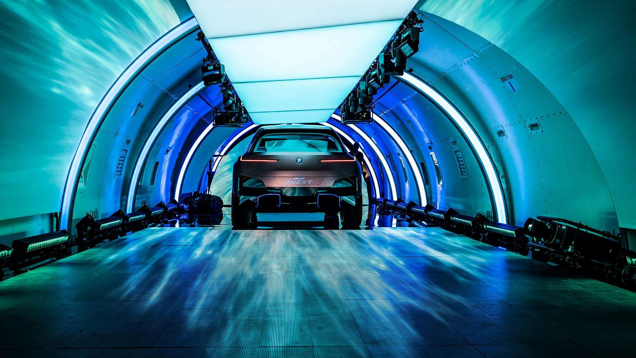 BMW Vision iNEXT Previews Near-Future Technology Flagship ...