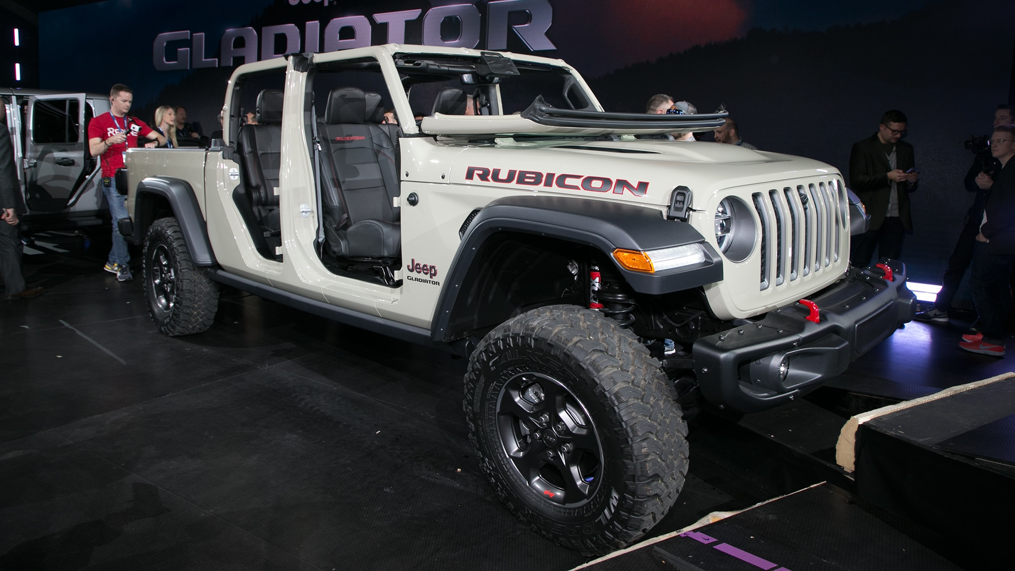Jeep Gladiator Goes Official With Best-In-Class Towing Capacity