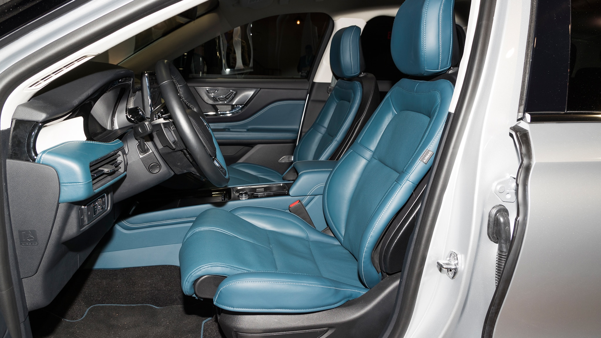 2020 Lincoln Corsair Interior, Hybrid, Price >> The 2020 Lincoln Corsair Arrives Looking Classy And