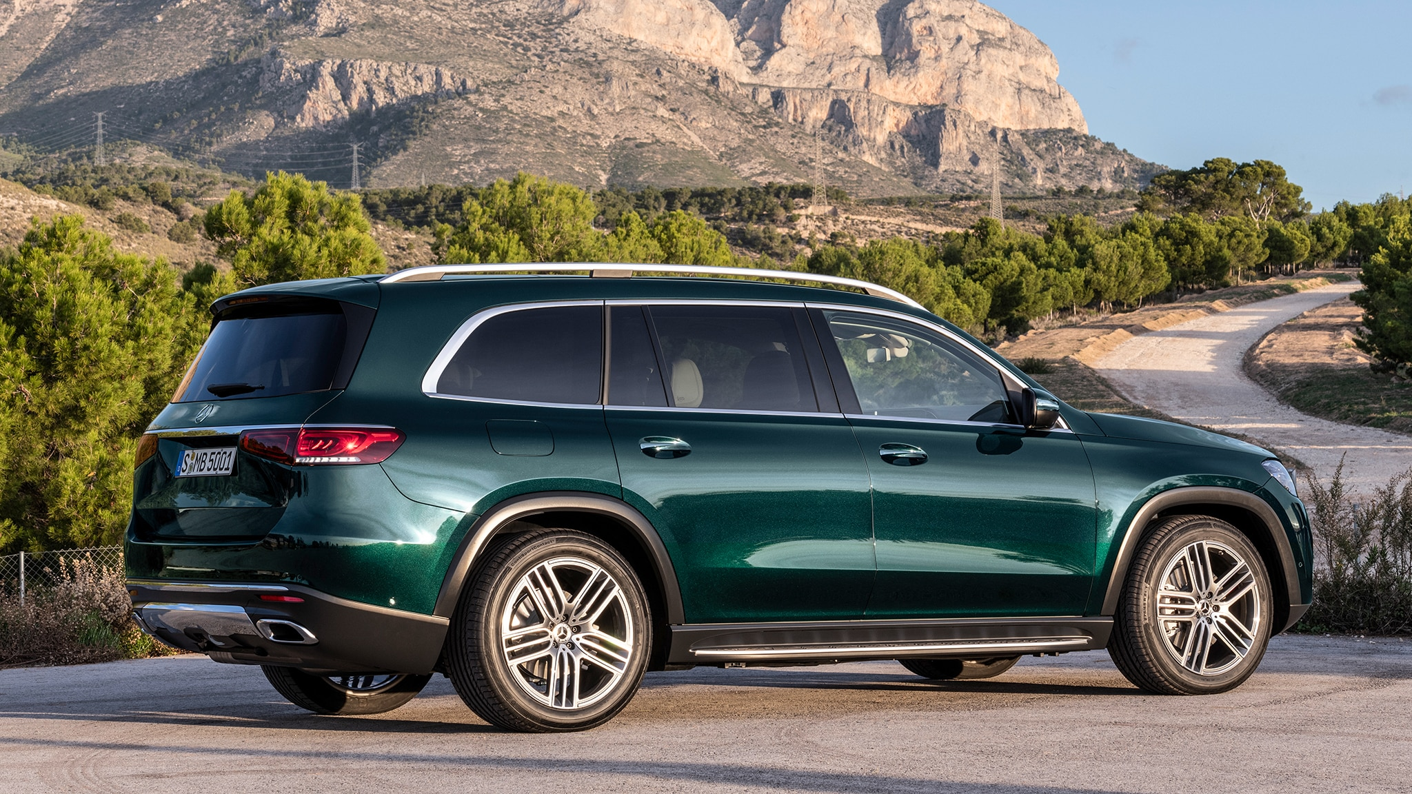 2020 Mercedes-Benz GLS-class Debuts: Larger and In Charger ...