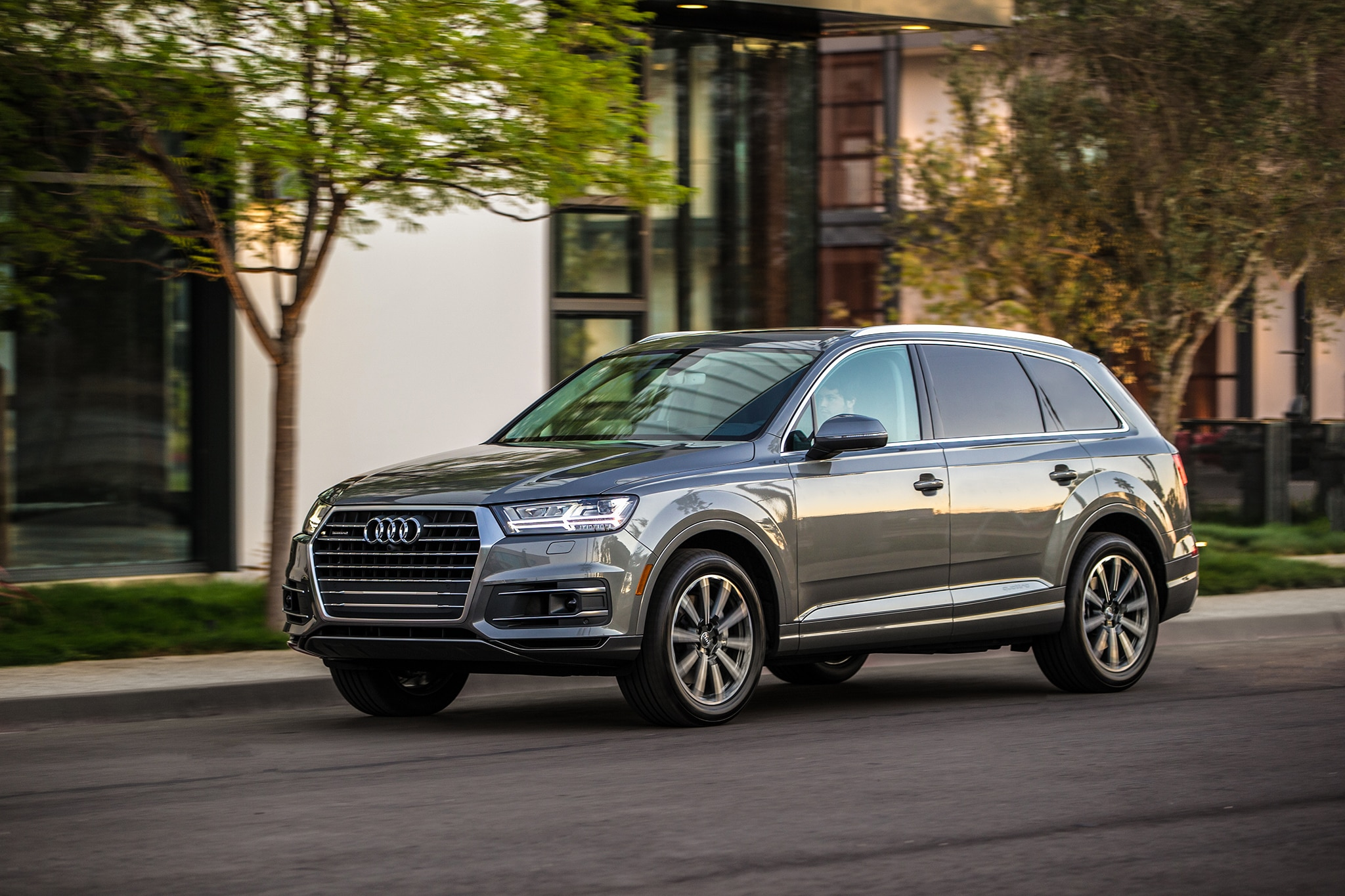 Hauling Family in the Family-Hauling Audi Q7 | Automobile