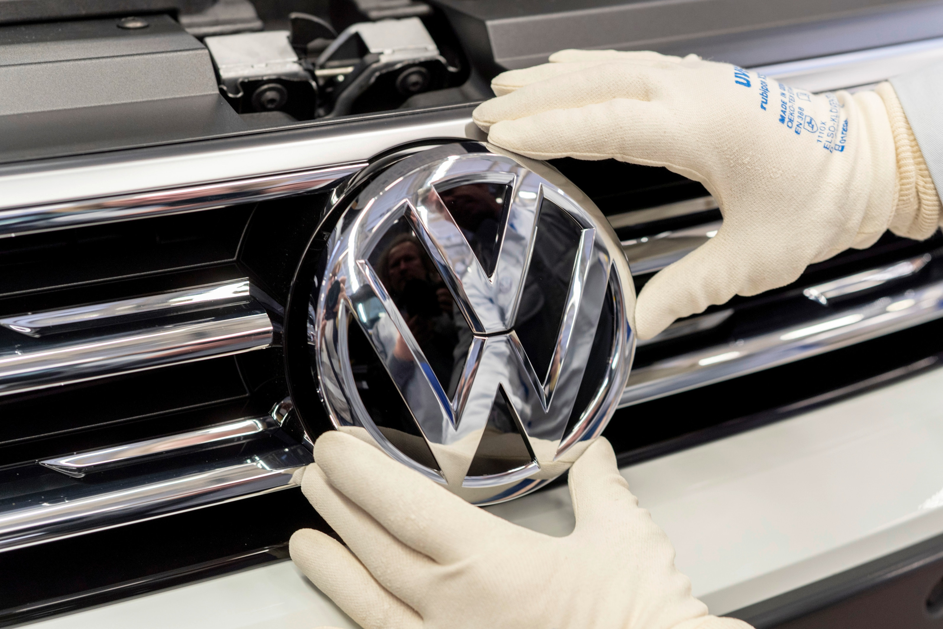 VW_badge_logo