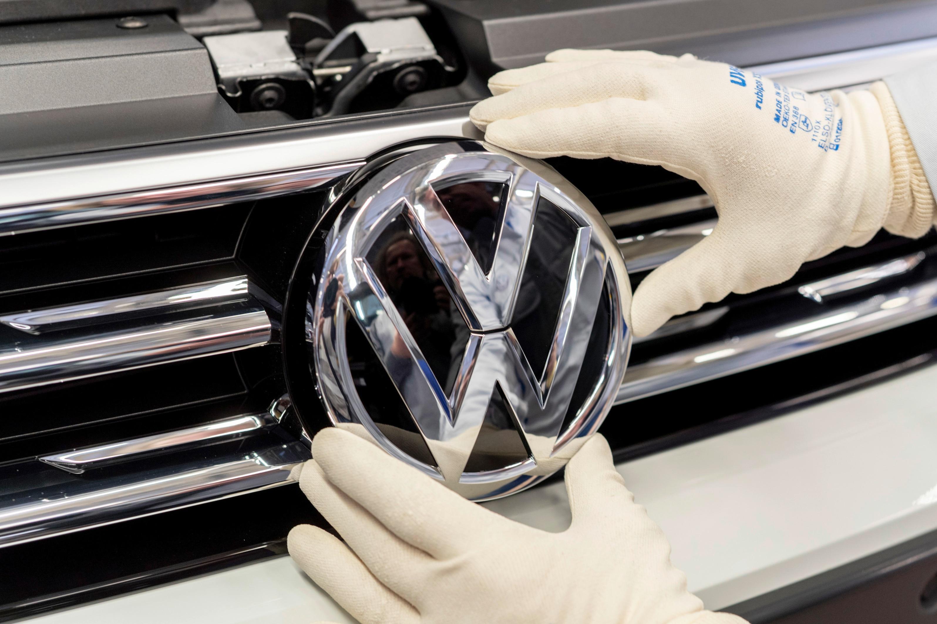 VW_badge_logo
