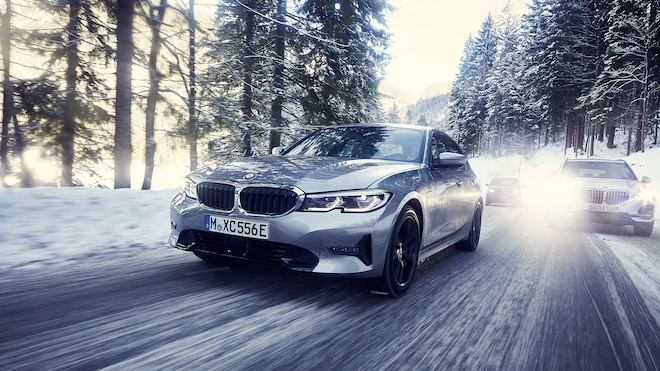 2020 BMW 3 Series Plug In Hybrid Euro Spec Front Three Quarter Motion View 3