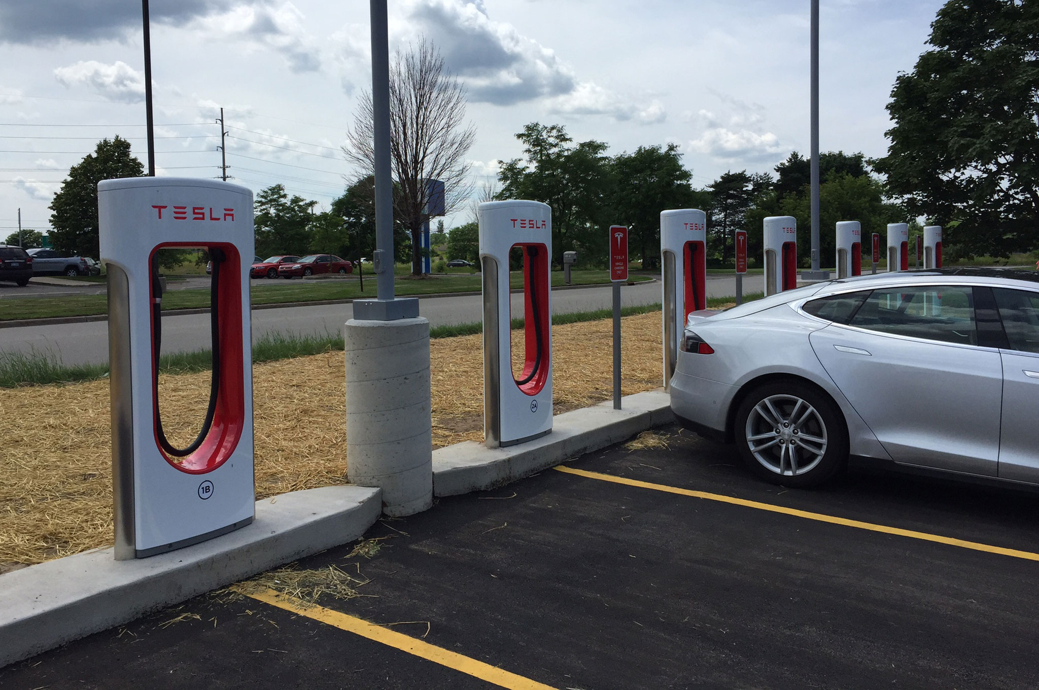 Tesla Supercharger 04