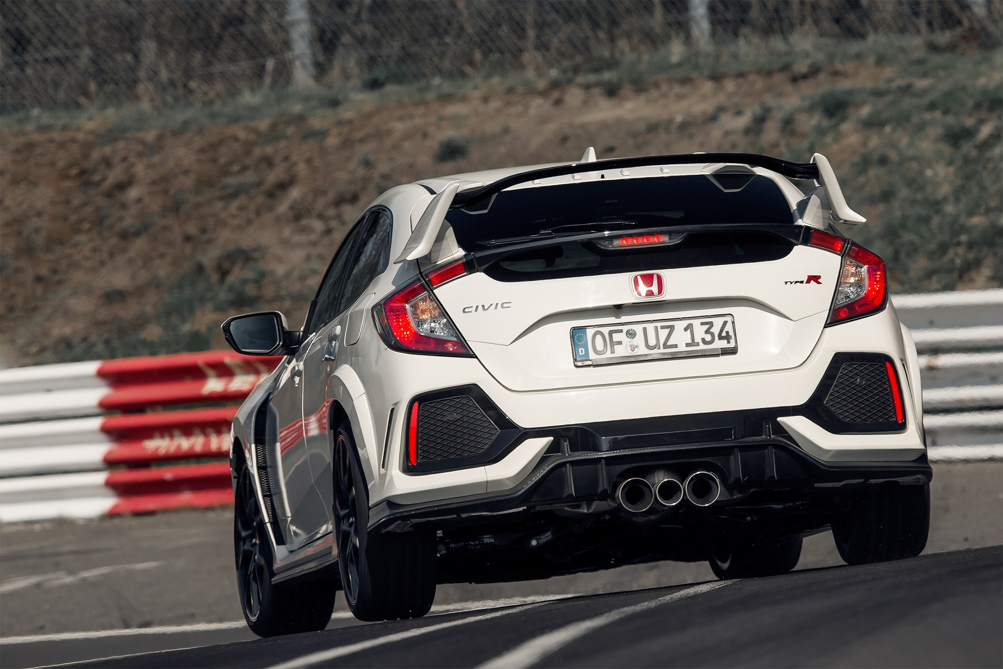 2017 Honda Civic Type R Rear Three Quarter 01