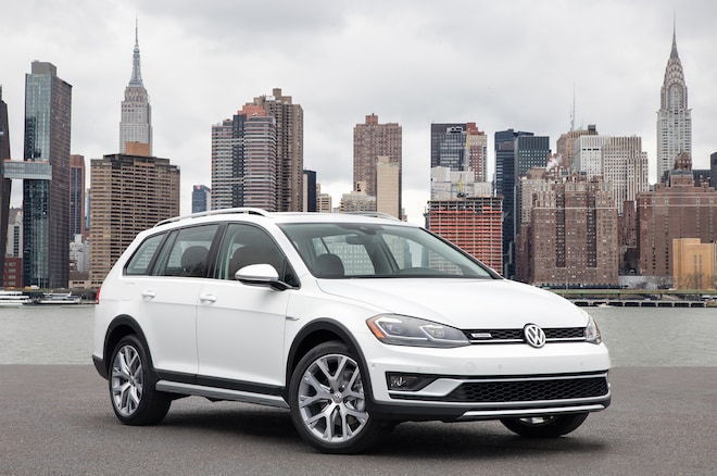 2018 Volkswagen Golf Alltrack Front Three Quarter