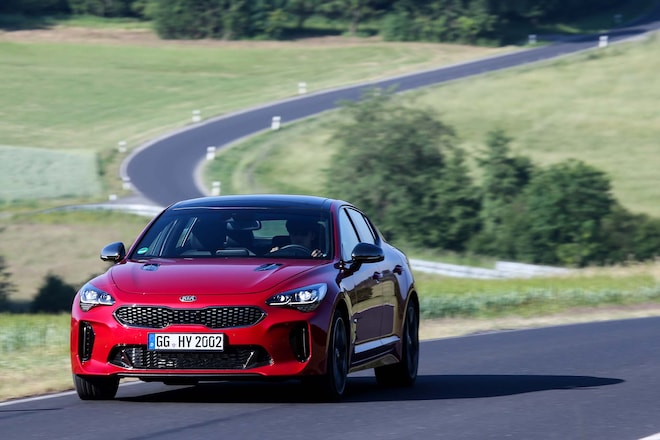2018 Kia Stinger GT Front End In Motion 02