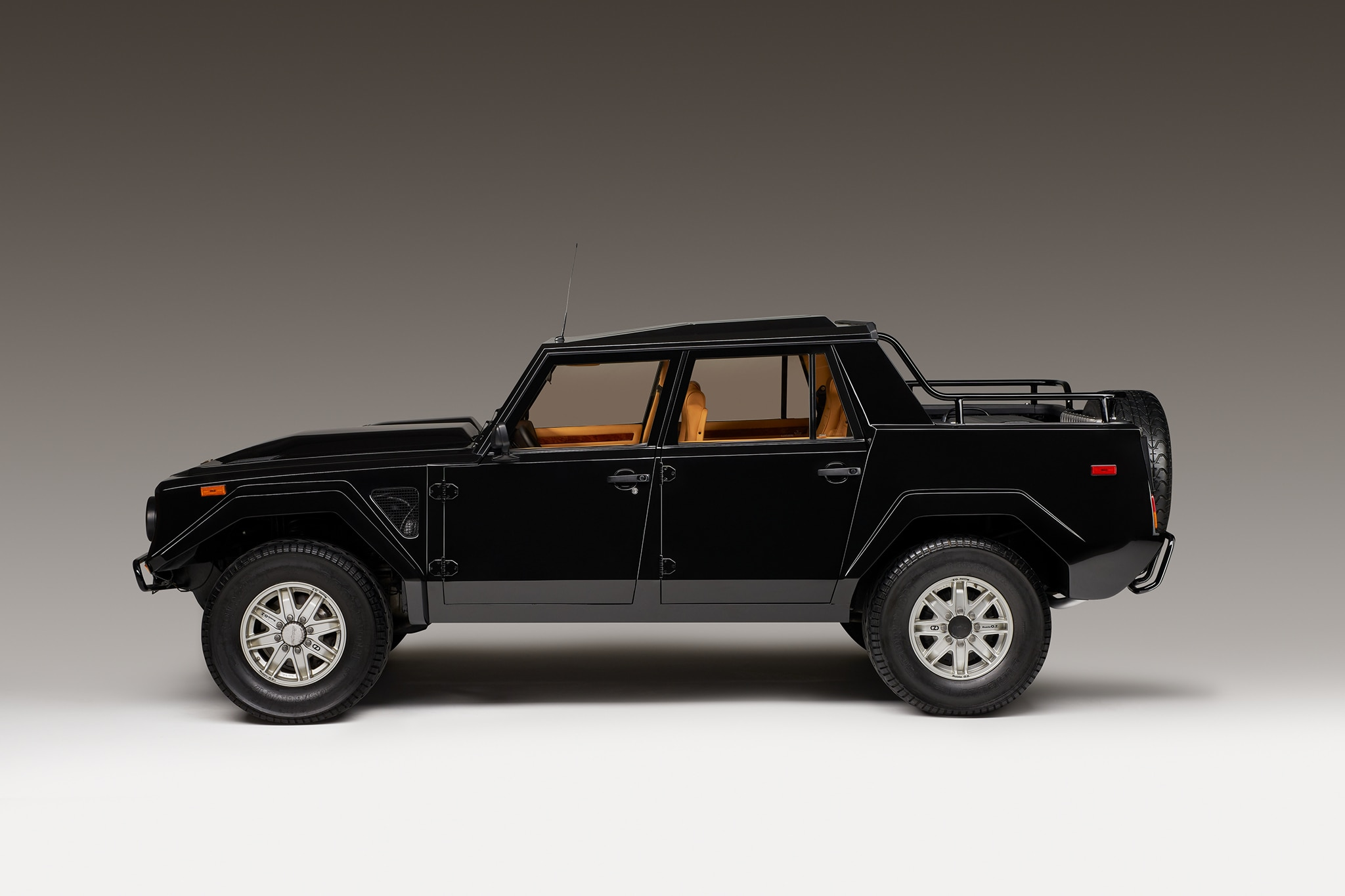 Suv Lamborghini >> 1986-1993 Lamborghini LM002 - Luxury SUV Review - Automobile Magazine