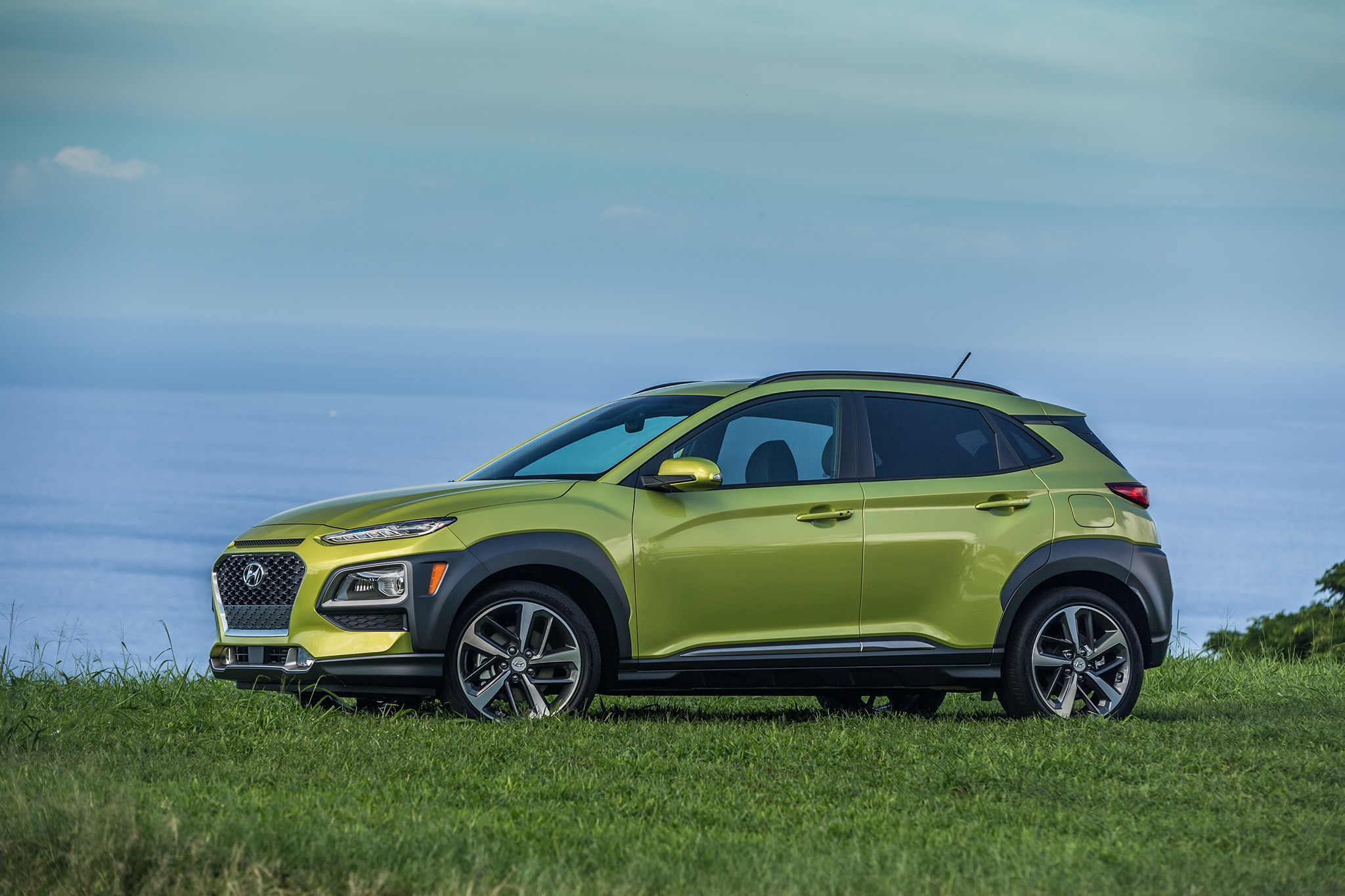 hyundai kona ev beats tesla to the compact electric crossover punch automobile magazine. Black Bedroom Furniture Sets. Home Design Ideas