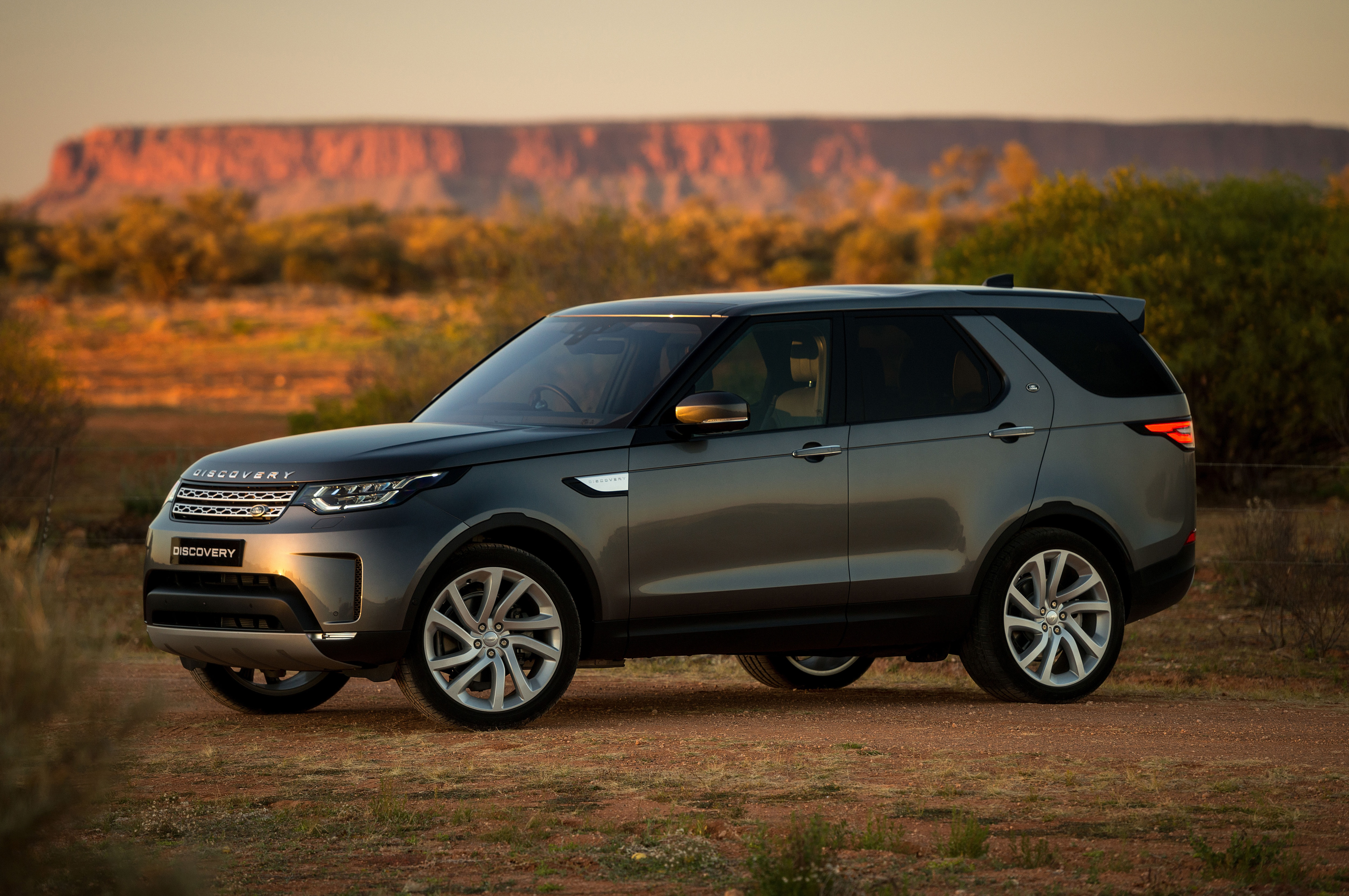 2018 Land Rover Discovery Gains New Tech Priced From 53 085