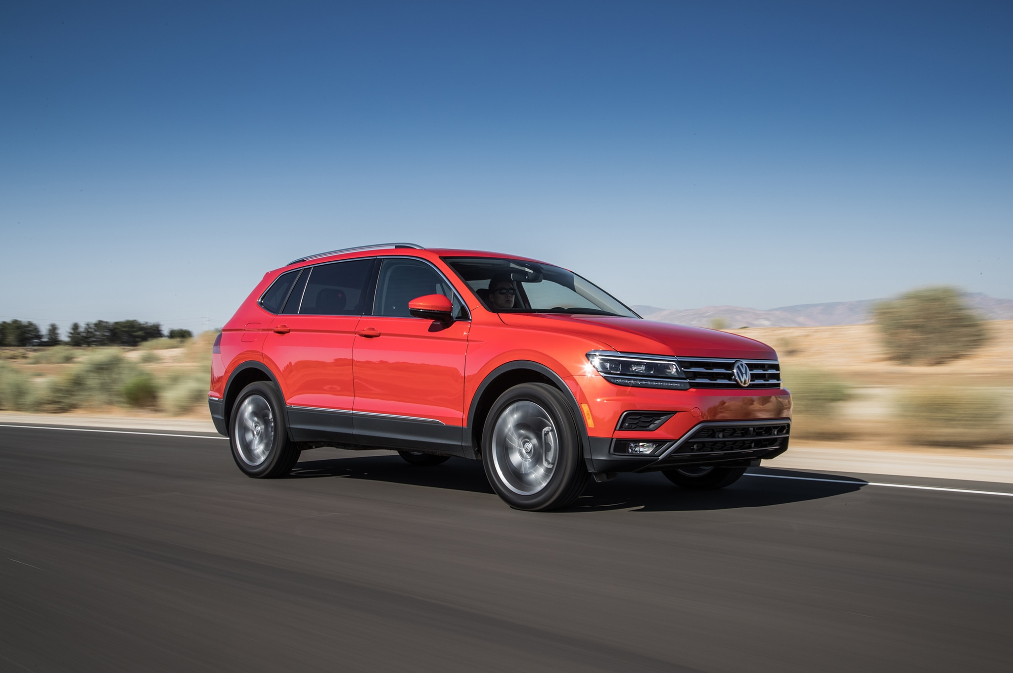 2018 volkswagen tiguan gets a price slash automobile. Black Bedroom Furniture Sets. Home Design Ideas