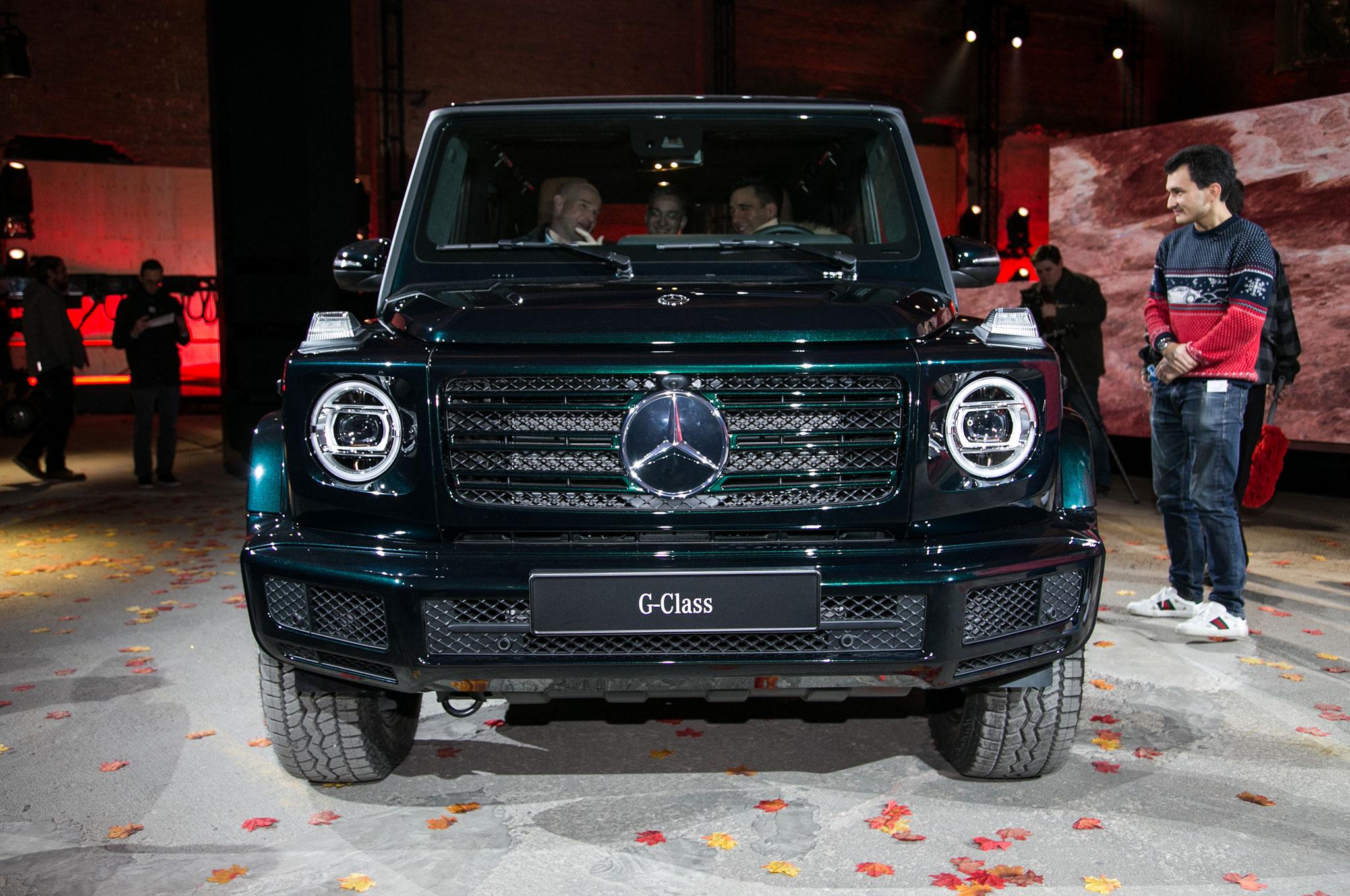 https://st.automobilemag.com/uploads/sites/5/2018/01/2019-Mercedes-Benz-G-Class-front-view.jpg