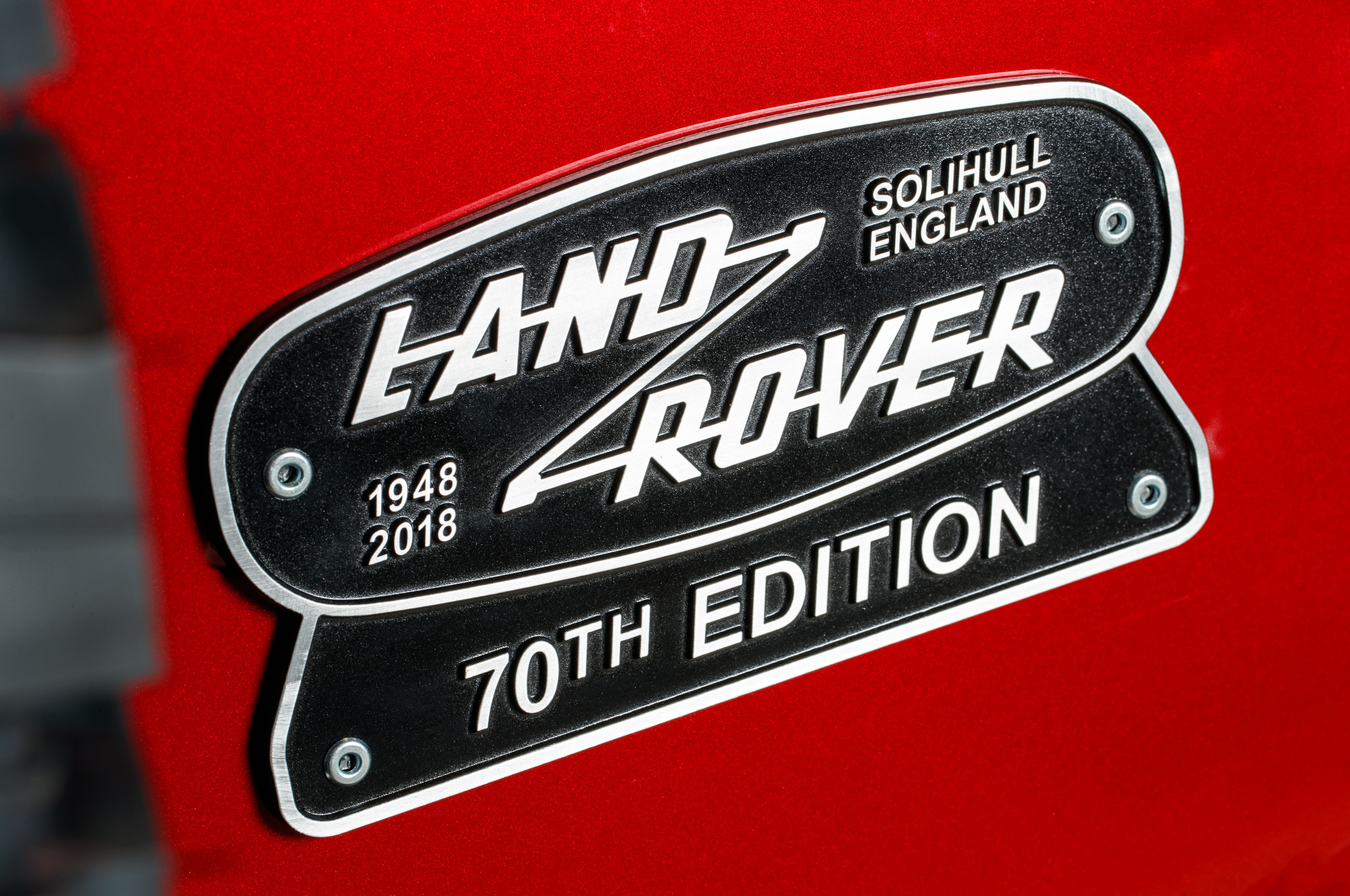 https://st.automobilemag.com/uploads/sites/5/2018/01/Land-Rover-Defender-Works-V8-badge-.jpg