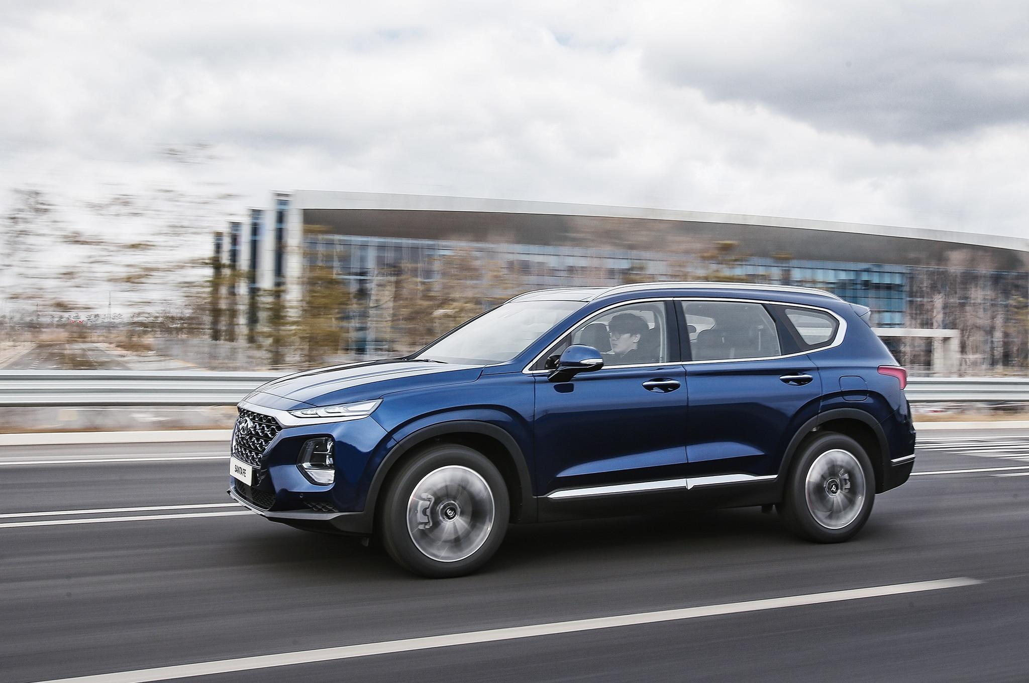 2019 Hyundai Santa Fe Korean Market Front Side In Motion 3
