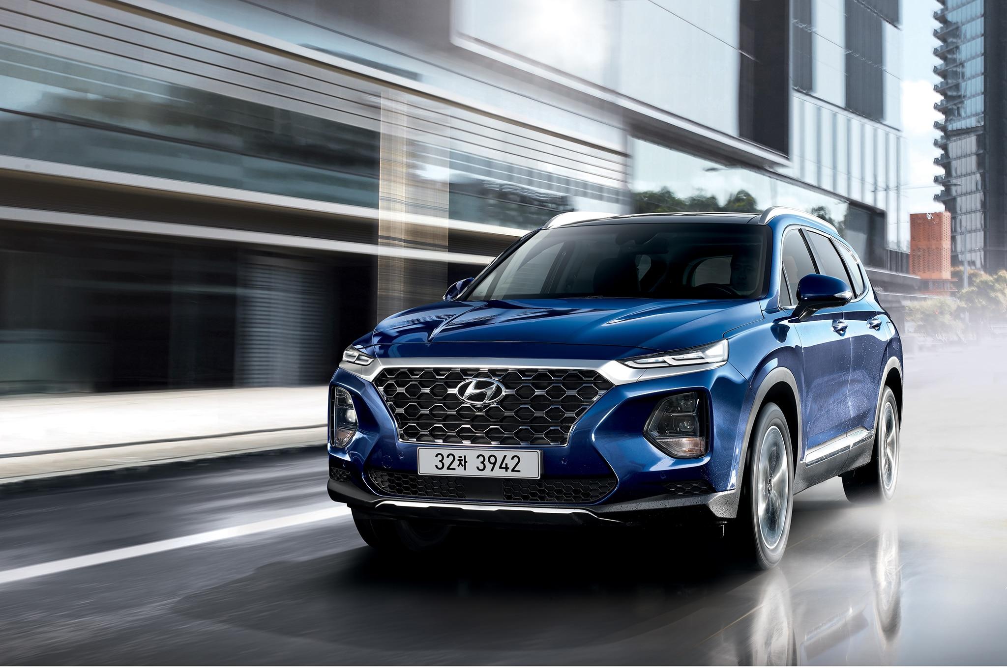 2019 Hyundai Santa Fe Korean Market Front Three Quarter In Motion 1