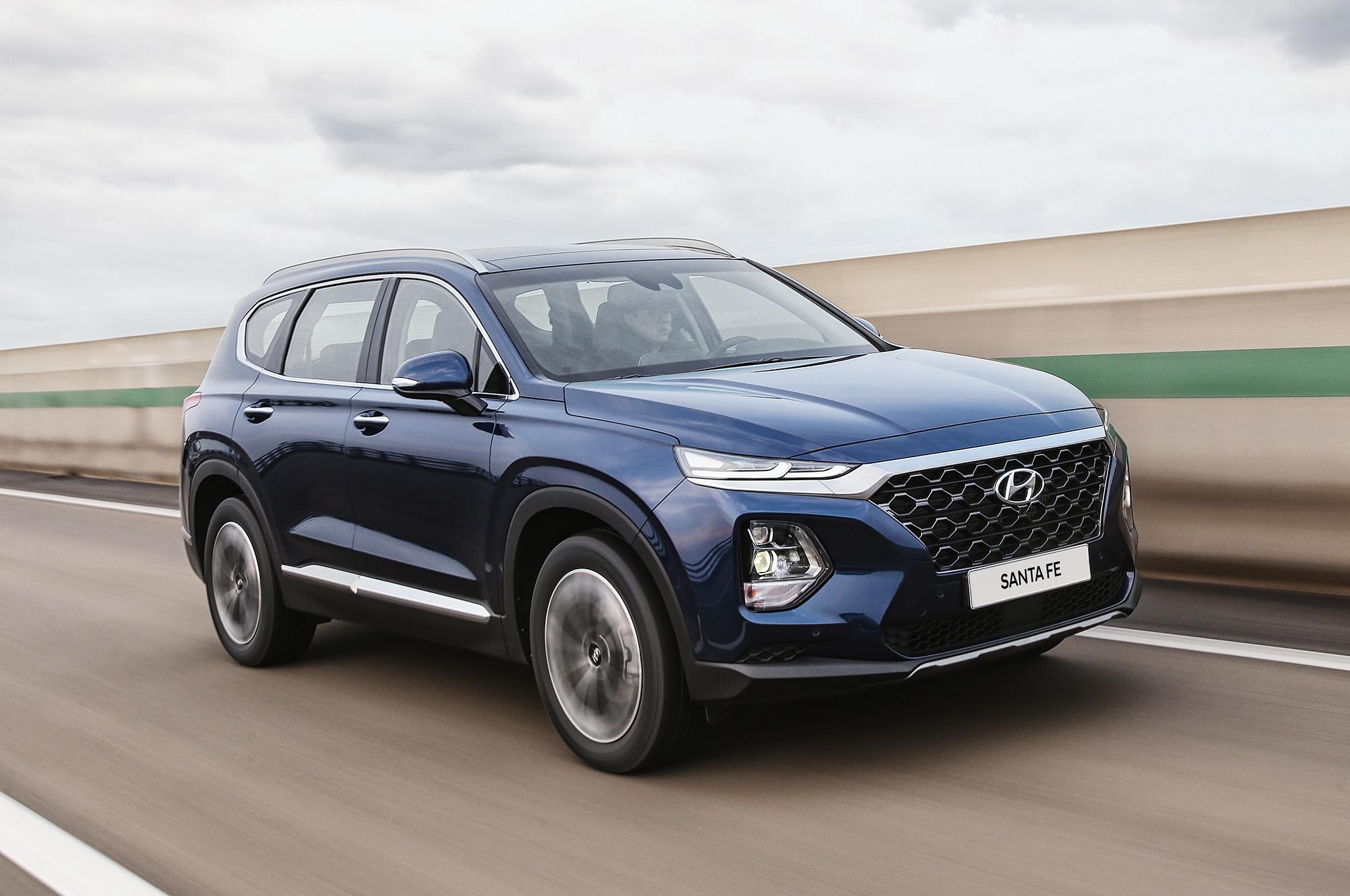 2019 Hyundai Santa Fe Korean Market Front Three Quarter In Motion 6