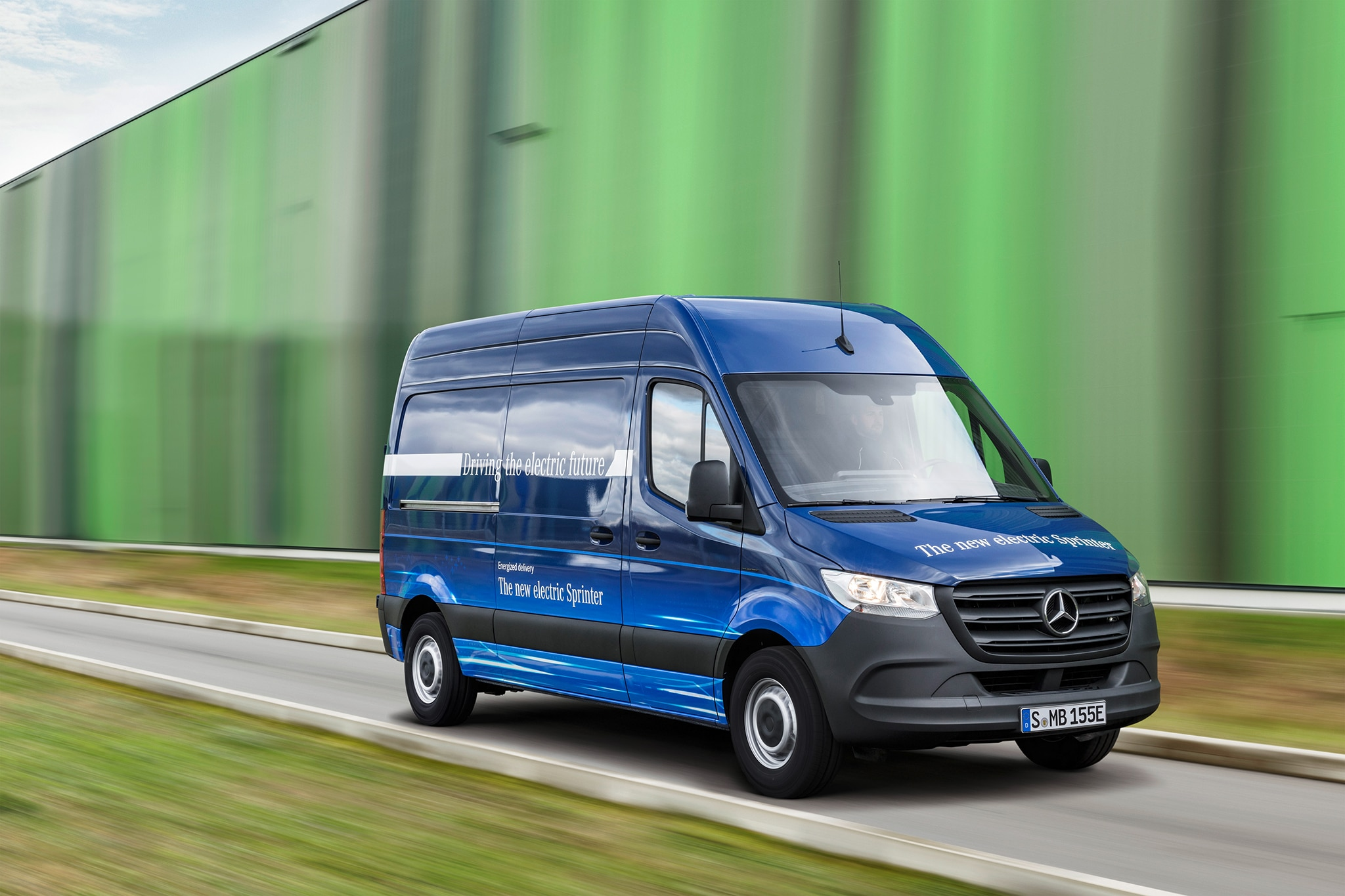 9414e7bd9712e7 Mercedes-Benz Sprinter Debuts with New MBUX Multimedia System ...