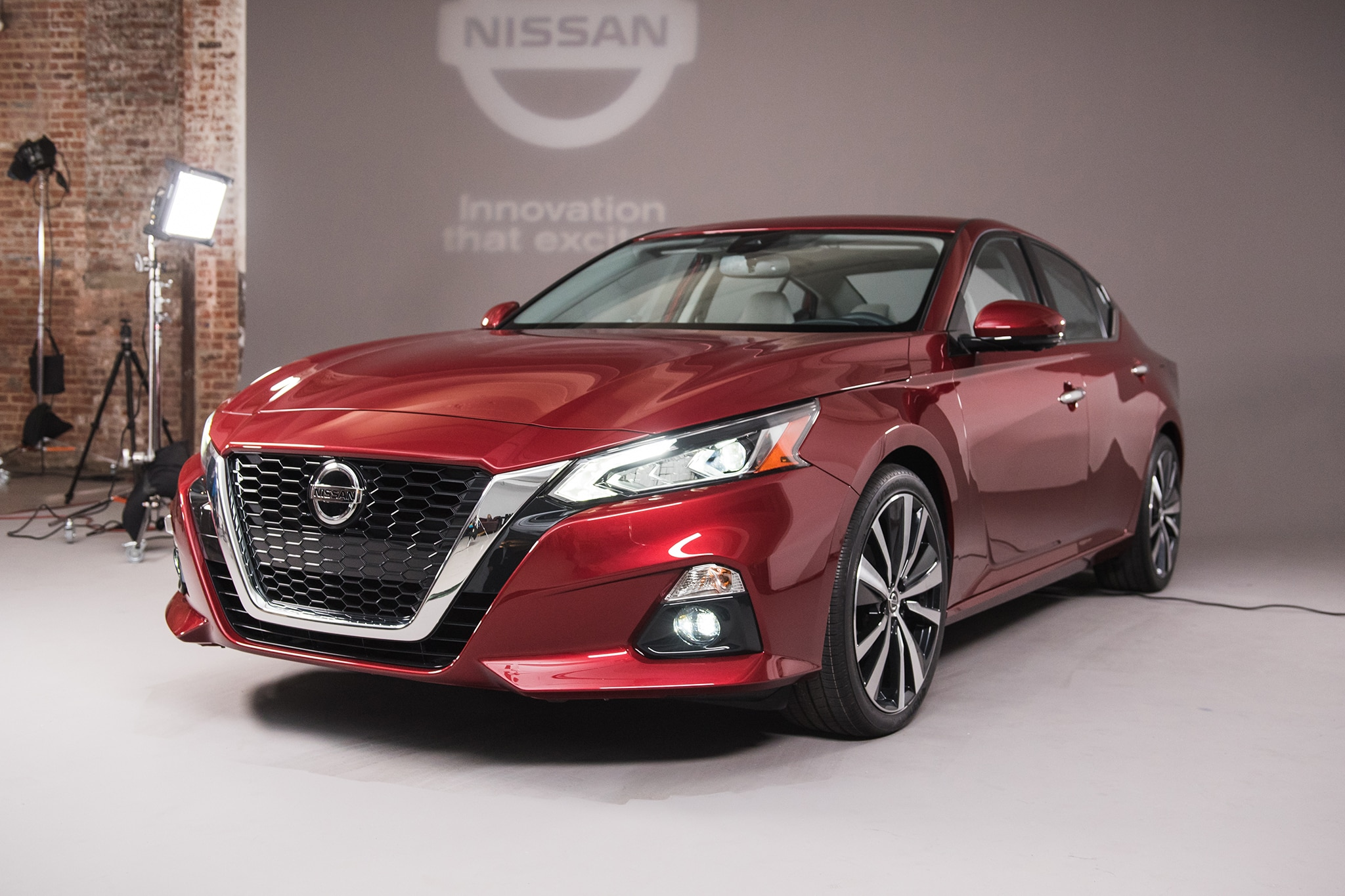 2019 nissan altima returns to battle automobile magazine. Black Bedroom Furniture Sets. Home Design Ideas
