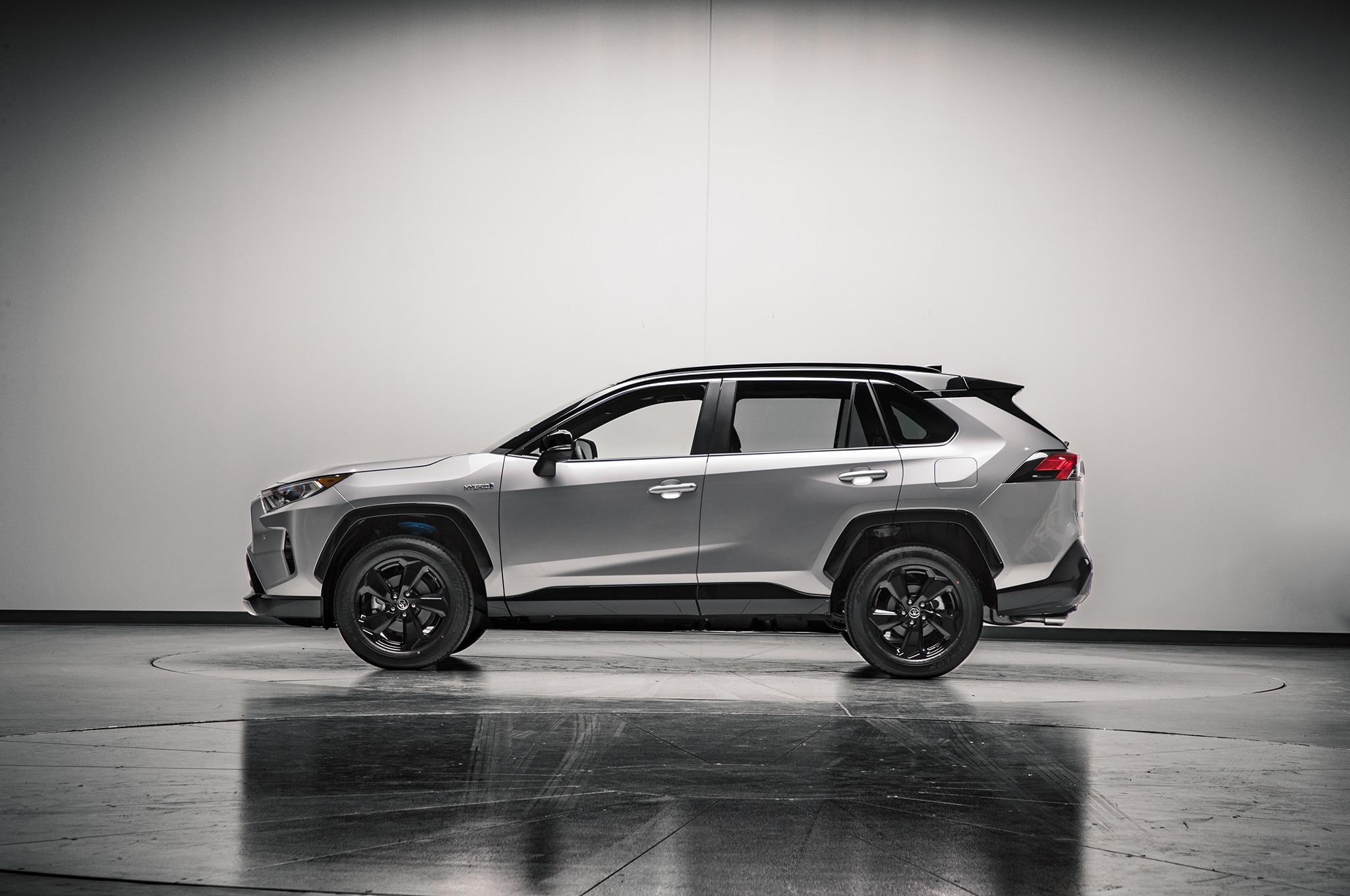 2019 Toyota RAV4 Hybrid Side
