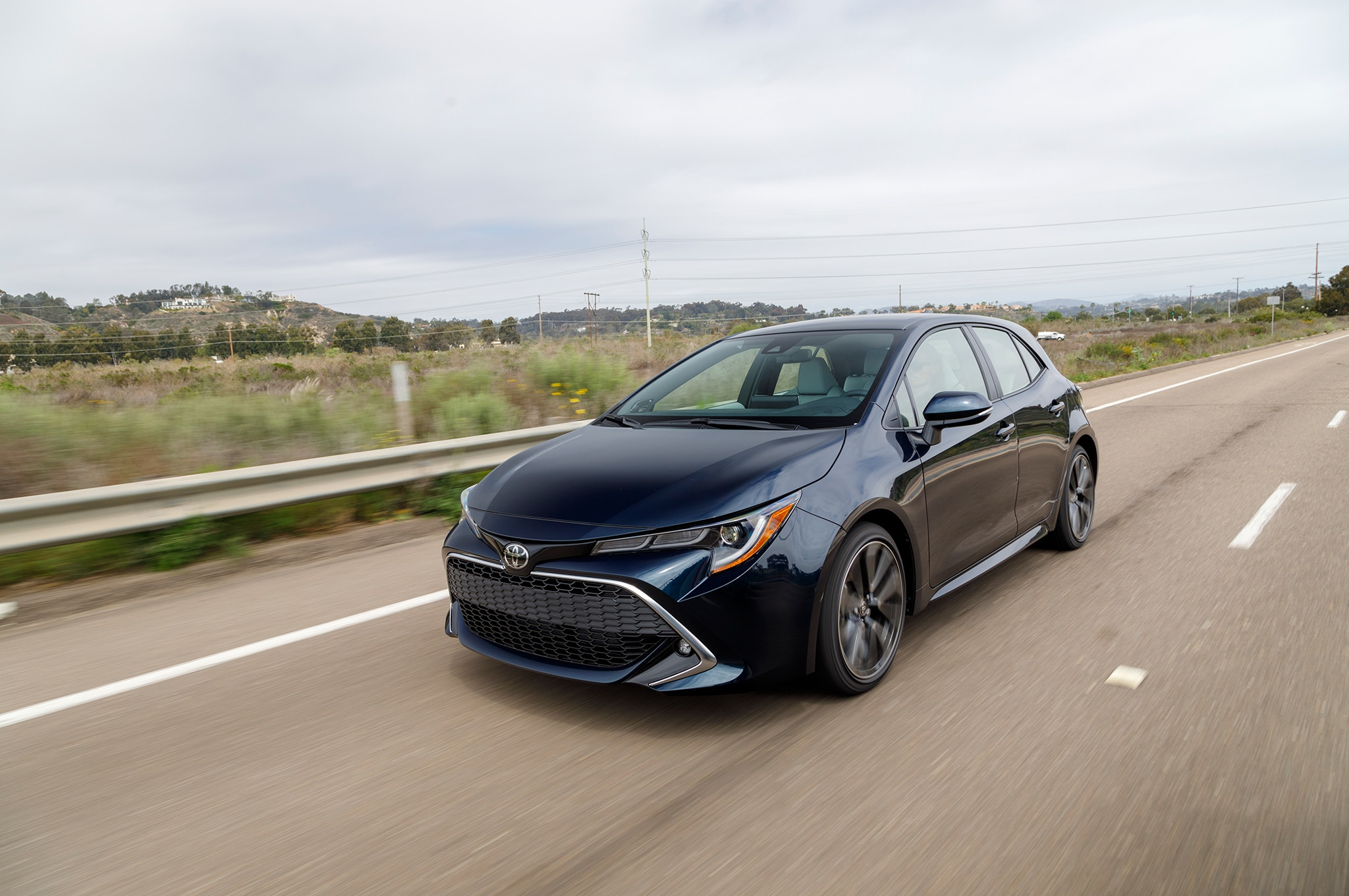 2019 toyota corolla hatchback gets 20 910 starting price. Black Bedroom Furniture Sets. Home Design Ideas