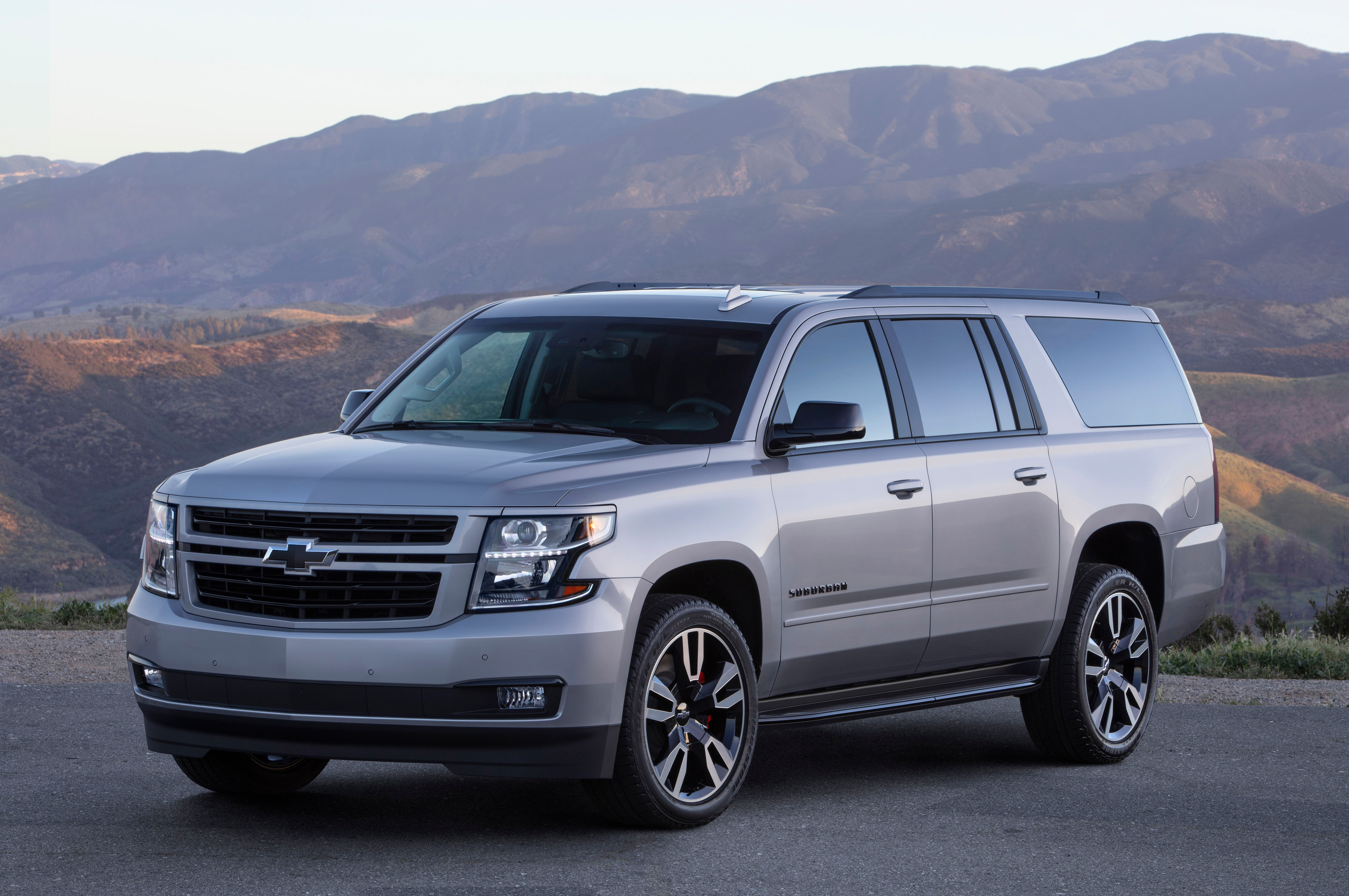 2019 Chevrolet Suburban RST Front Three Quarters