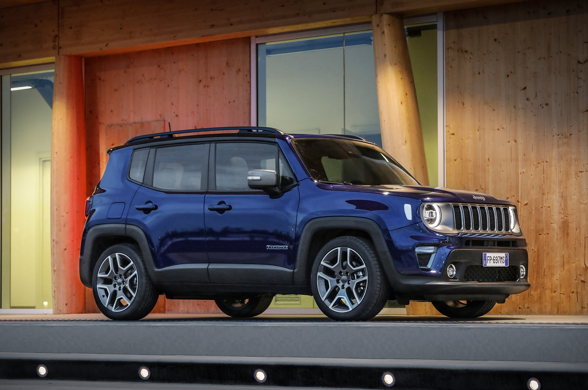 Jeep to Introduce Renegade Plug-in Hybrid in 2020 ...