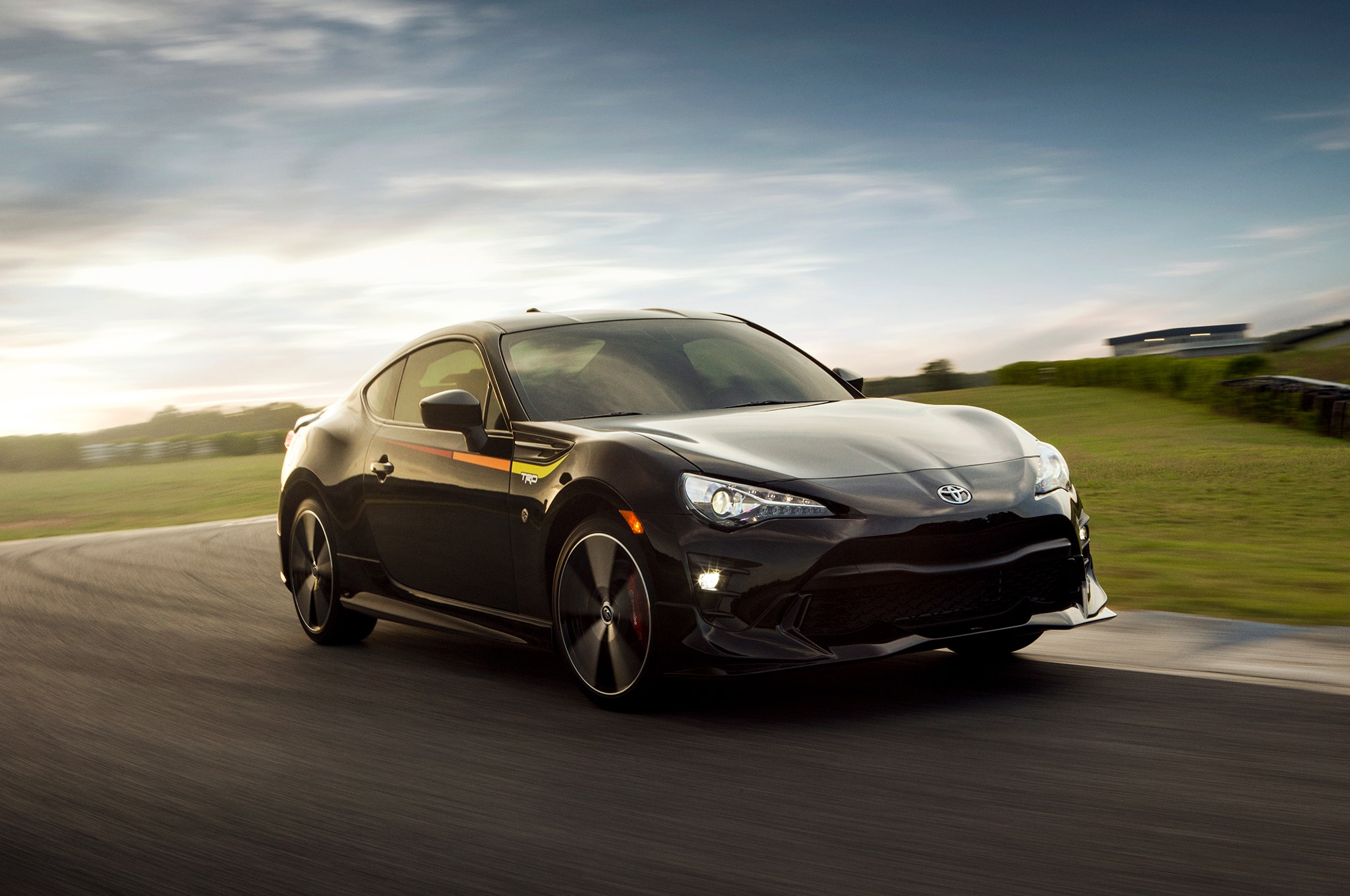 2019 Toyota 86 TRD SE Front Three Quarter In Motion 02