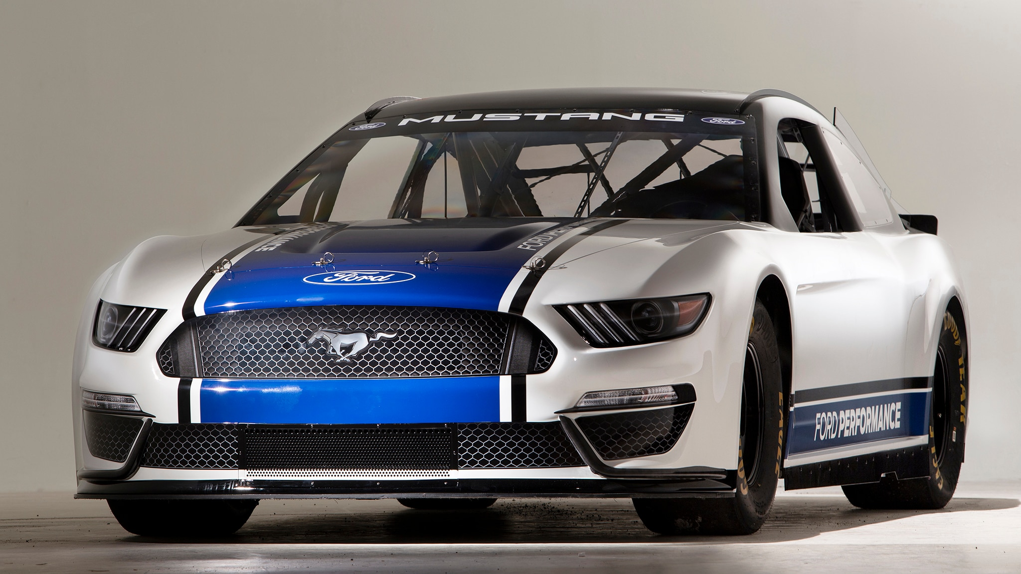 Fords new nascar mustang to debut race at the daytona 500 in 2019