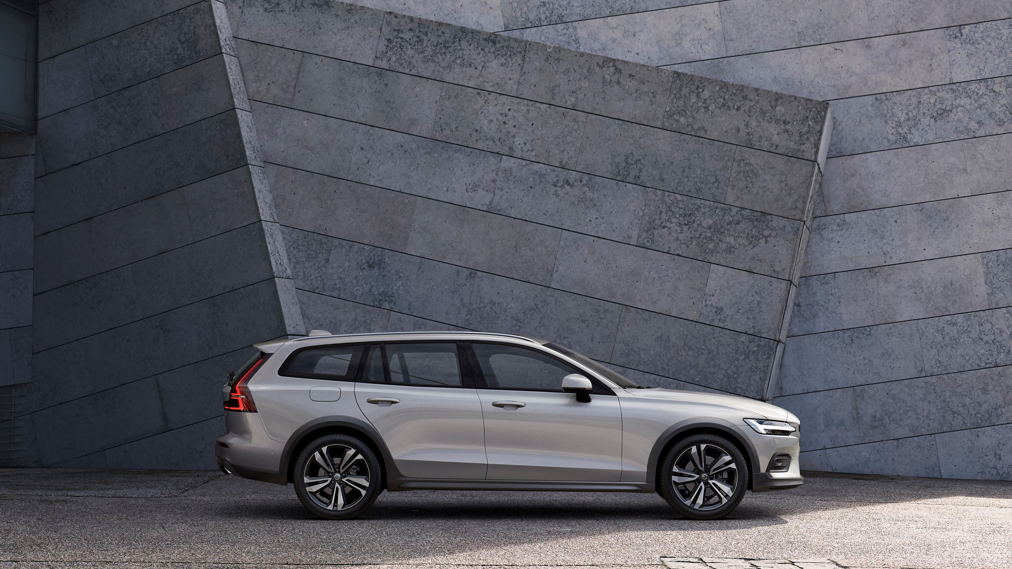 2020 Volvo V60 Cross Country Makes First Appearance | Automobile Magazine