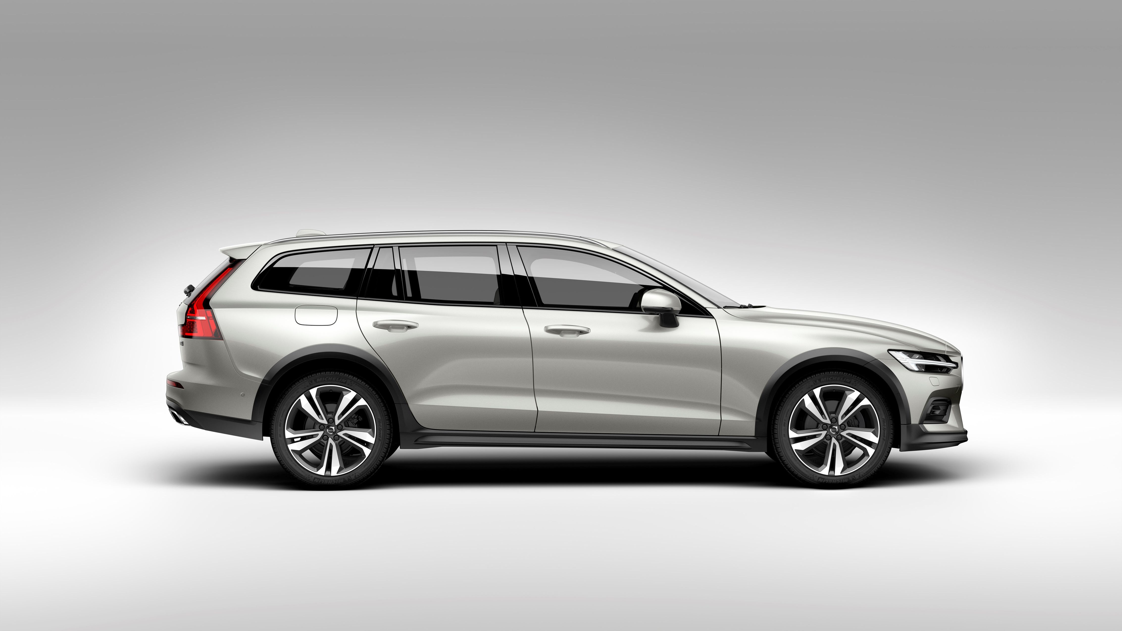 2020 volvo v60 cross country makes first appearance automobile magazine. Black Bedroom Furniture Sets. Home Design Ideas