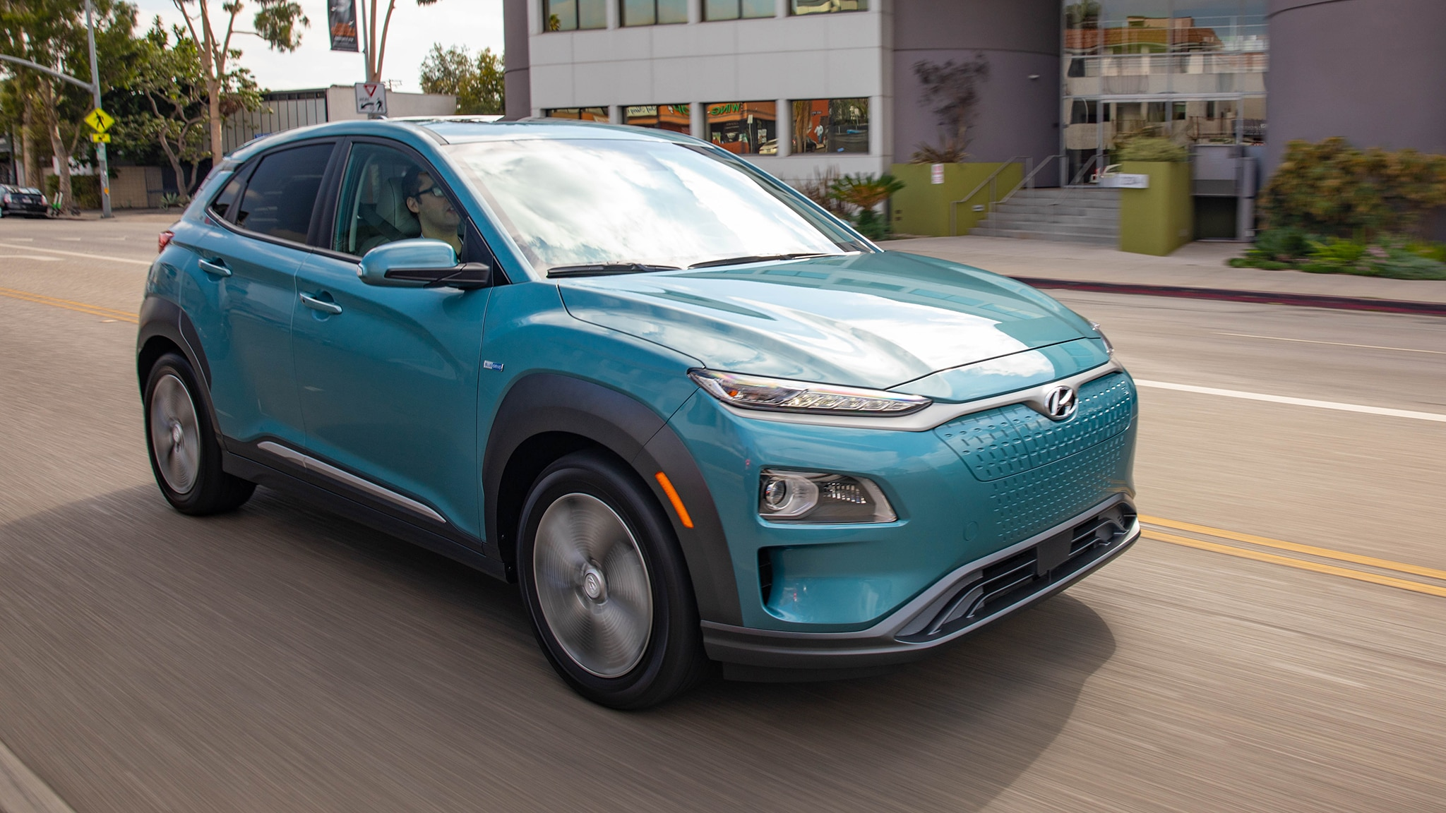 hyundai prices kona electric exactly the same as chevy bolt ev automobile magazine. Black Bedroom Furniture Sets. Home Design Ideas