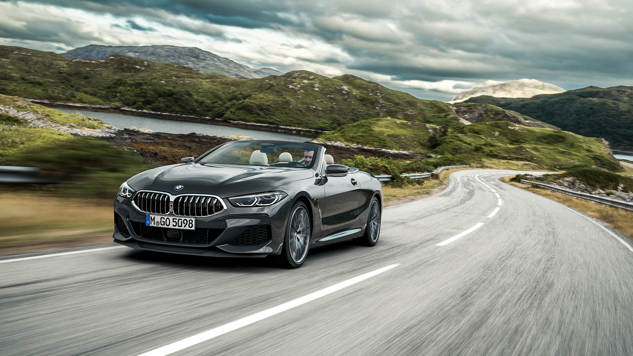 2019 BMW M850i Convertible Front Side Motion View