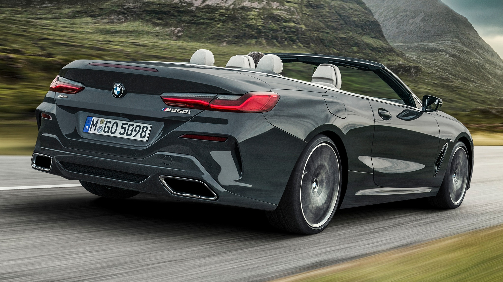 2019 BMW M850i Convertible Rear Motion Closer View