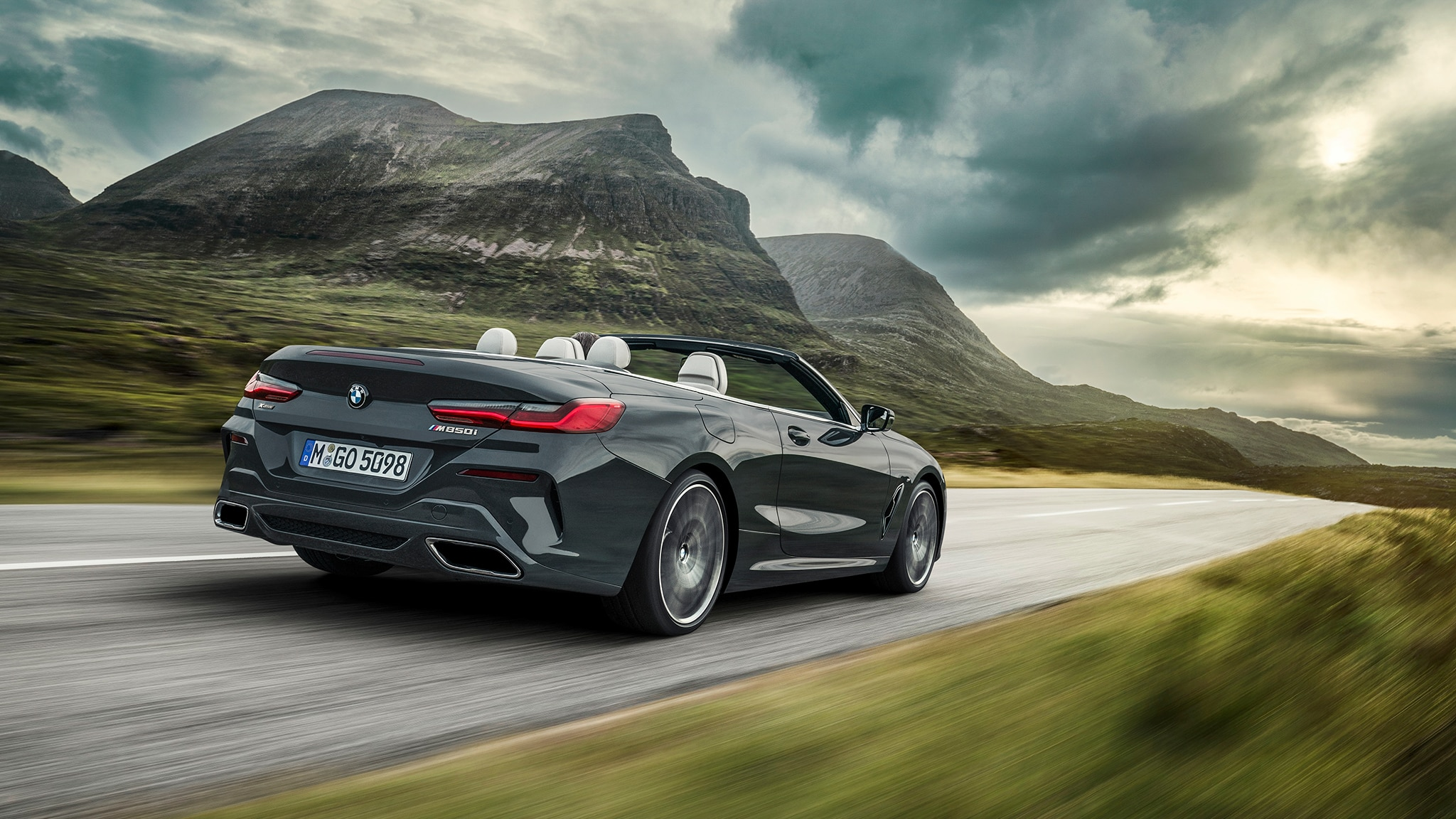 2019 BMW M850i Convertible Rear Motion