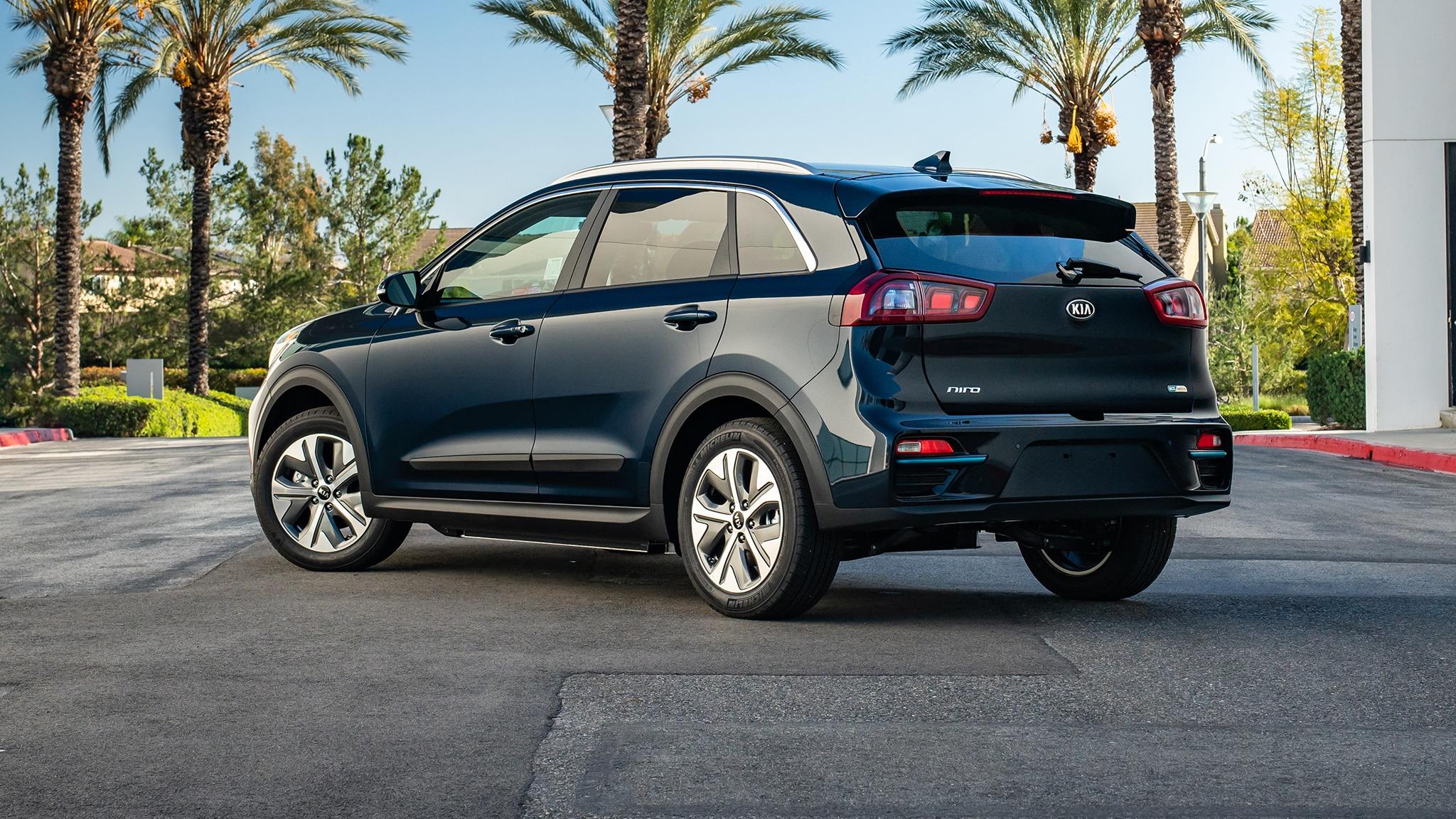 The 2019 Kia Niro EV Asks You to Pay a Slight Premium ...