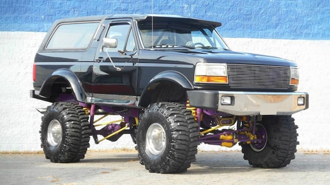 B J 1993 Ford Bronco Front